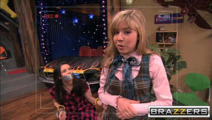 People tied on icarly manage