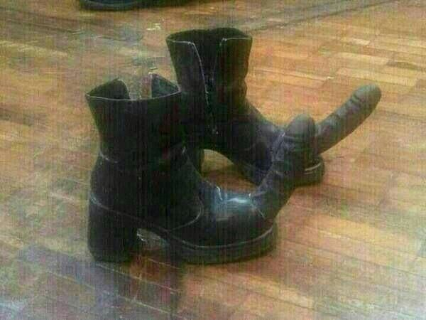 botas con punta de pene