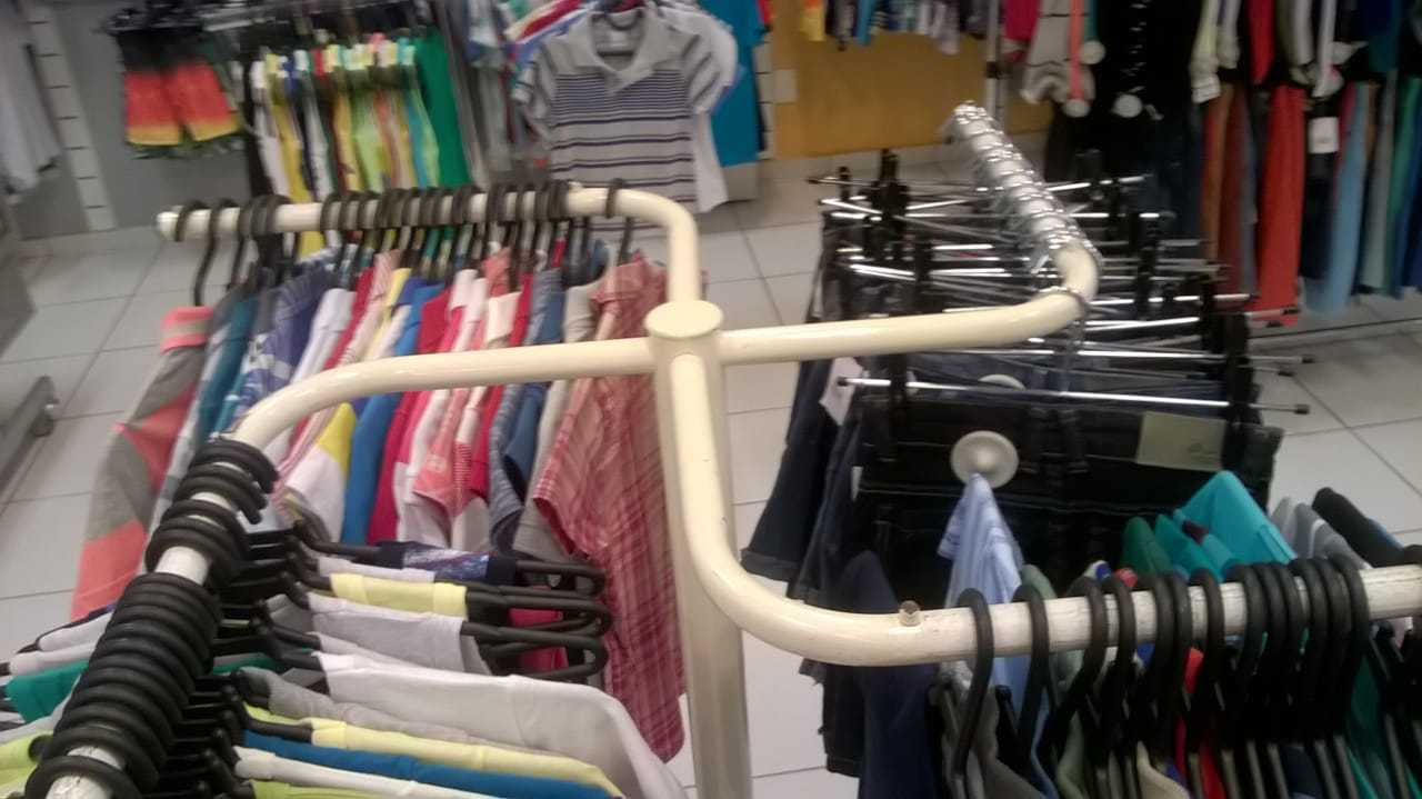 imagina comprar roupa aí - meme