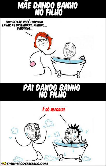 Mãe dando banho no filho VS Pai dando banho no filho - meme